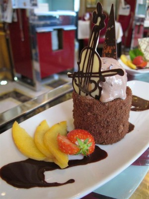 Decadent desserts at New York Cafe